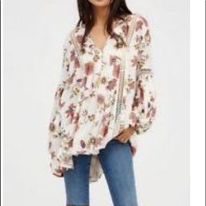 Free People oversized top 🌸